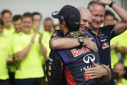 Race winner Daniel Ricciardo, Red Bull Racing celebrates with Adrian Newey, Red Bull Racing Chief Te