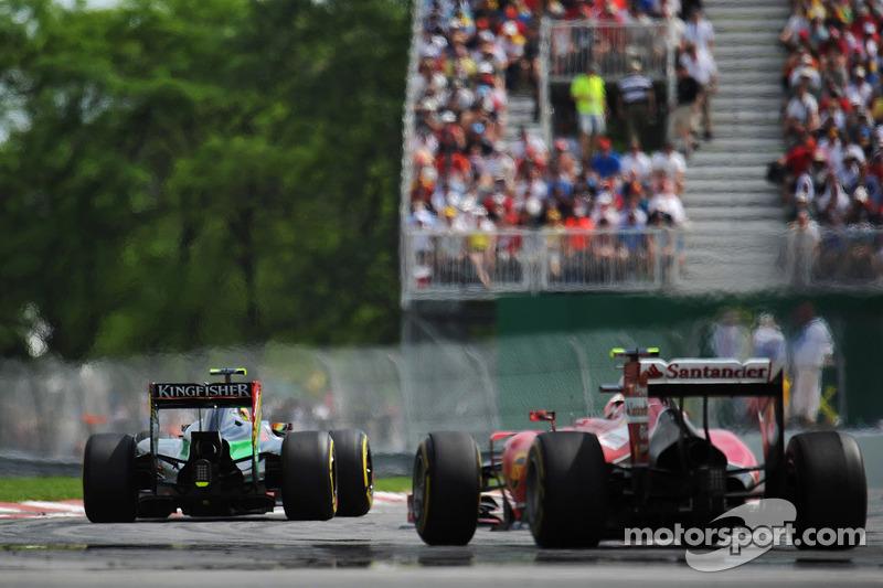 Sergio Perez, Sahara Force India F1 VJM07, davanti a Kimi Raikkonen, Ferrari F14-T