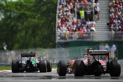 Sergio Perez, Sahara Force India F1 VJM07 leads Kimi Raikkonen, Ferrari F14-T