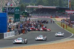 Audi LMP1 begint aan outlap
