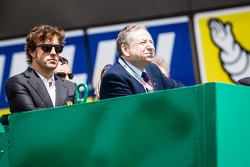 Fernando Alonso e Jean Todt watch the race from the starter stand