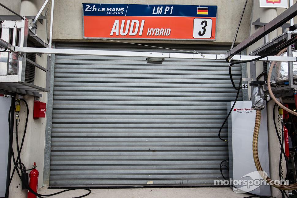 #3 Audi Sport Team Joest Audi R18 E-Tron Quattro out of the race after a crash