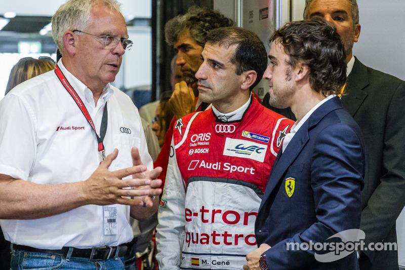 Capo Ufficio Tecnico Volkswagen Group Audi Dr. Ulrich Hackenberg, Marc Gene e Fernando Alonso