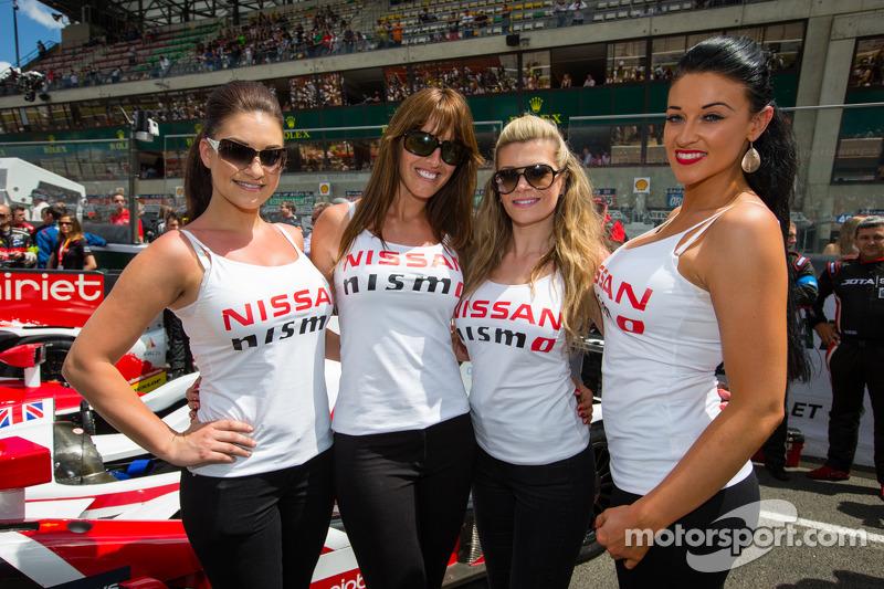 Le affascinanti ragazze Nissan