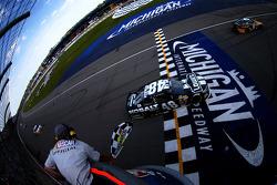 Jimmie Johnson, Hendrick Motorsports Chevrolet takes the win