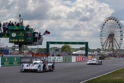 费尔南多·阿隆索发车:由费利佩·奥布克奇,马克·博纳诺米,奥利佛·贾维斯驾驶的奥迪乔斯特车队3号奥迪R18 E-Tron Quattro赛车