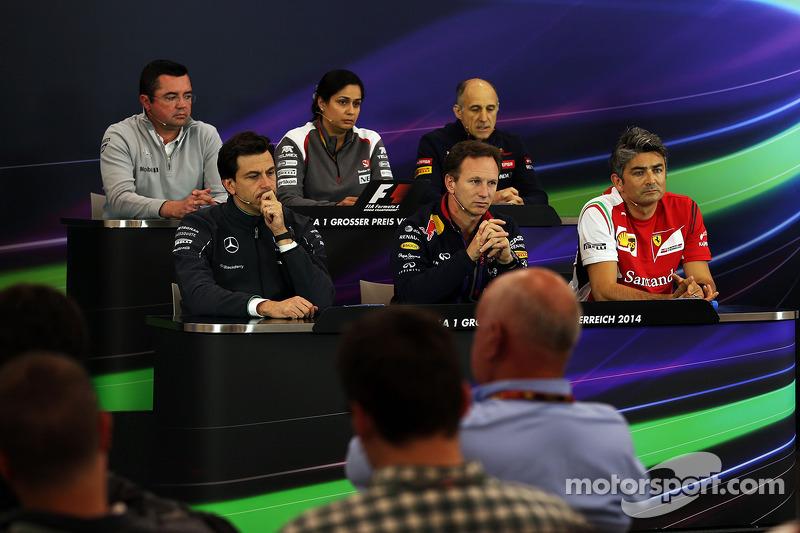 La conferenza stampa FIA, McLaren Racing Director; Monisha Kaltenborn, Sauber Team Principal; Franz Tost, Scuderia Toro Rosso Team Principal; Toto Wolff, Mercedes AMG F1 Azionista e Amministratore Delegato; Christian Horner, Red Bull Racing Team Principal