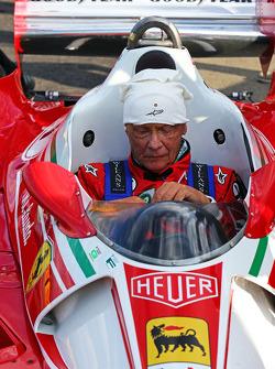 尼基·劳达, 梅赛德斯车队非执行主席,和他的法拉利312T2赛车团聚了