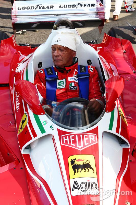 Niki Lauda, presidente não-executivo da Mercedes, com sua Ferrari 312T3
