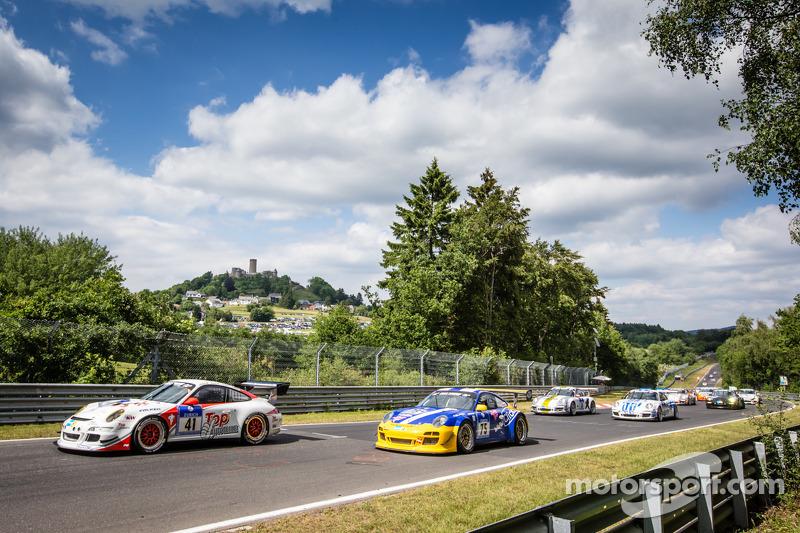 Via: #41 Manthey-Racing Porsche 911 GT3 Cup S: Marco Schelp, Marc Gindorf e #75 Clickvers.de-Team Porsche 997 GT3: Kersten Jodenix, Wolfgang Destrée, Eddy Althoff, Norbert Pauels