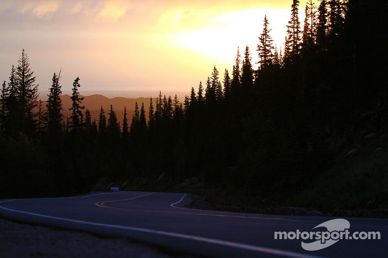Il sole sorge sopra Pikes Peak