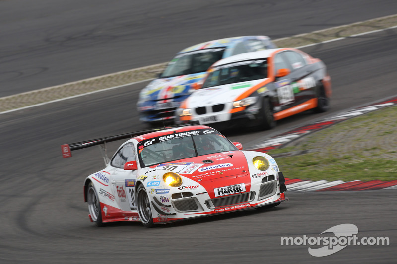 #30 Frikadelli Racing Team 保时捷 911 GT3 R: 克劳斯·阿比伦, 萨宾·施密茨, 帕特里克·许士文, 弗兰克·斯提皮勒