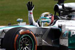 Vencedor da corrida Lewis Hamilton, Mercedes AMG F1 W05 celebra no fim da corrida