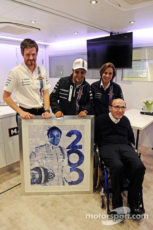 Felipe Massa, Williams 200. GP'sini kutluyor ve Rob Smedley, Williams Araç Performans Başkanı, Willi
