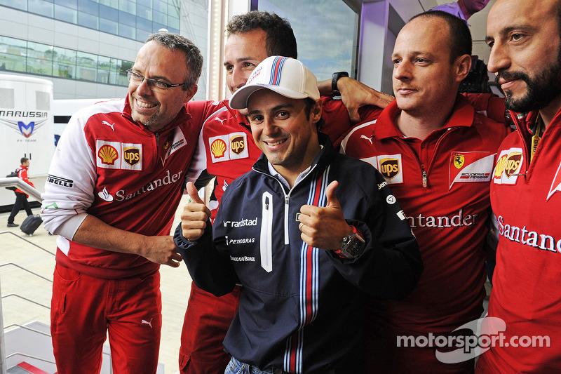 Felipe Massa, Williams celebrates his 200th GP with members of the Ferrari team