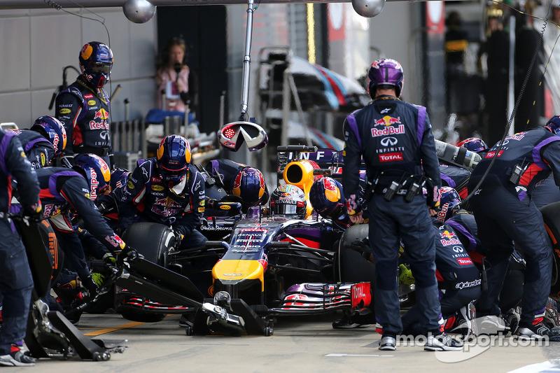 Sebastian Vettel, Red Bull Racing durante pitstop