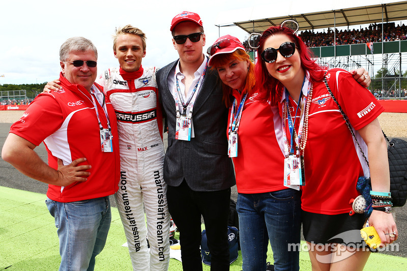 Dr. Vijay Malyaei Cheglakov, Marussia Team Owner on the grid with Max Chilton, Marussia F1 Team; Sas