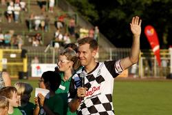 Sebastian Vettel, Red Bull Racing, pilotlar vs. all stars, Kick for Kinder yardım maçında