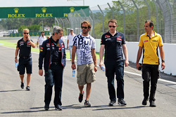 Jean-Eric Vergne, Scuderia Toro Rosso passeggia per il circuito