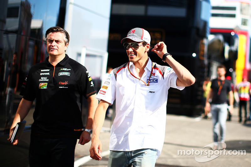 (L to R): Andy Stevenson, Sahara Force India F1 Team Manager with Adrian Sutil, Sauber