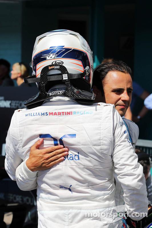 Valtteri Bottas, Williams festeggia la seconda posizione nelle qualifiche nel Parco chiuso con il compagno di squadra, terzo posto, Felipe Massa, Williams