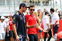 (De izquierda a derecha): Daniel Ricciardo, Red Bull Racing, con Jules Bianchi, Marussia F1 Team en