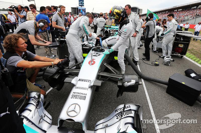 Nico Rosberg, Mercedes AMG F1 W05 on the grid