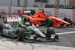Sébastien Bourdais, KVSH Racing Chevrolet kutlama yapıyor
