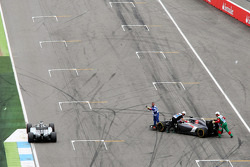 Nico Rosberg, Mercedes AMG F1 W05 passes Adrian Sutil, Sauber C33, who spun out of the race