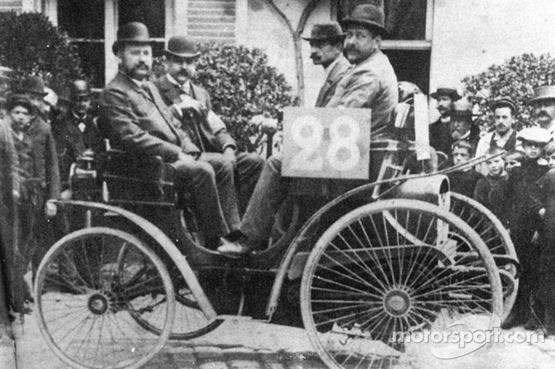 Auguste Doriot (second from right) in Peugeot 3HP at 1894 Paris-Rouen race (3rd place)