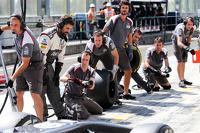 索伯F1车队练习进站