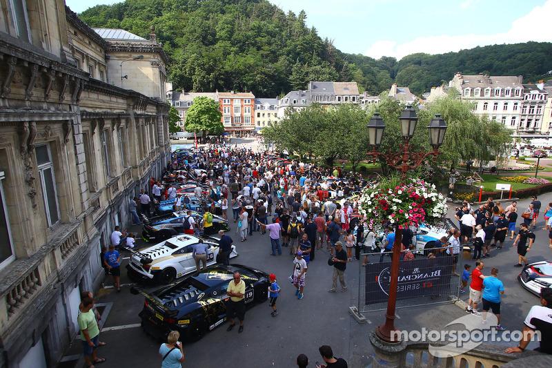 Araçlar Spa şehir merkezine ilerliyor