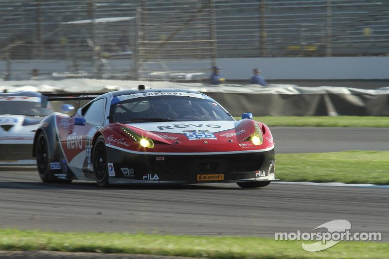 #555 AIM Autosport 法拉利 458 Italia: 比尔·斯威德勒, 汤森·贝尔