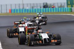 Nico Hulkenberg, Sahara Force India F1 VJM07, lidera seu companheiro de equipe Sergio Perez, Sahara Force India F1 VJM07
