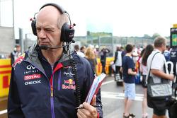 Adrian Newey, engenheiro da Red Bull, no grid.