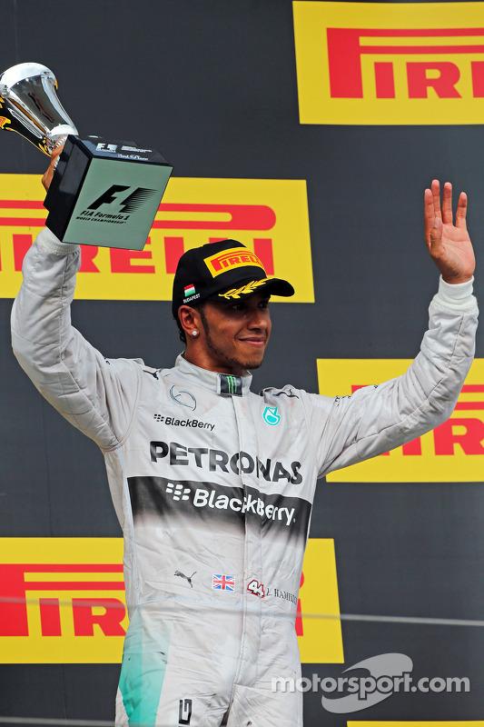 Lewis Hamilton, Mercedes AMG F1, comemora sua terceira posição no pódio