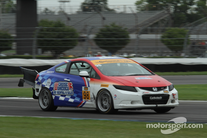 #98 CRG Honda Civic: Sarah Cattaneo, Owen Trinkler