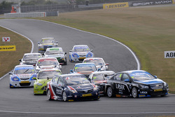 Aiden Moffat, Laser Tools Racing and Glynn Geddie, United Autosports