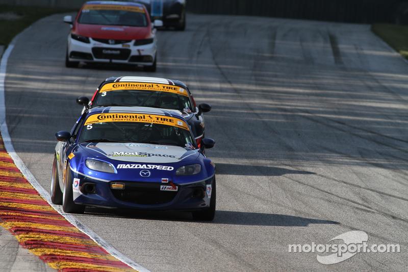 #5 CJ Wilson Racing 马自达 MX-5: 斯蒂万·麦卡利尔, 马克·米勒
