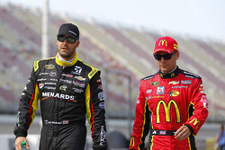 Paul Menard, Richard Childress Racing Chevrolet ve Jamie McMurray, Ganassi Racing Chevrolet