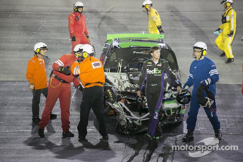 Denny Hamlin, Joe Gibbs Racing Toyota kaza yapıyor