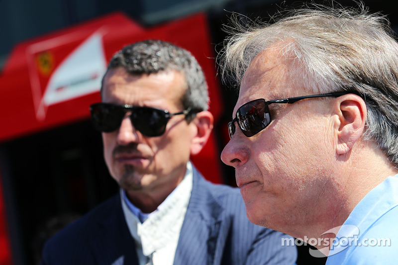 Guenther Steiner, Haas F1 Team presidente y Joe Custer, Stewart Haas Racing Vicepresidente