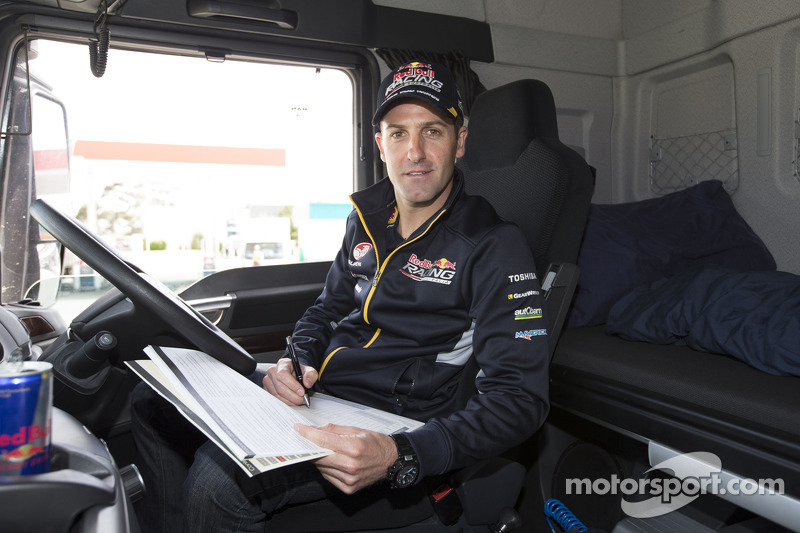 Jamie Whincup guida il trasportatore Red Bull Holden