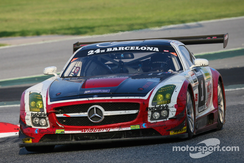 #1 Hofor Racing 梅赛德斯 SLS AMG GT3: 迈克尔·克罗利, 罗兰·埃吉曼, 肯尼斯·海尔, 克里斯蒂安·弗兰肯胡特, 尚塔·克罗利