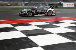 梅赛德斯HWA车队驾驶梅赛德斯AMG C-Coupé的克里斯蒂安·维多利尔斯