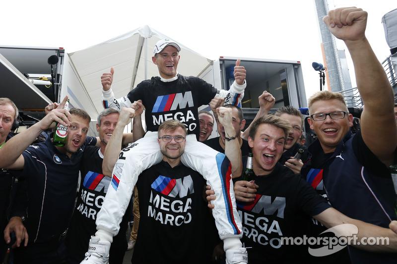 2014 Şampiyonu, Marco Wittmann, BMW RMG Takımı BMW M4 DTM kutlama yapıyor