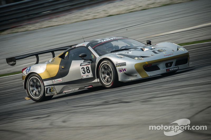 #38 Spirit of Race 法拉利 458 Italia GT3: Rui Aguas 和 Nasrat Muzayyin