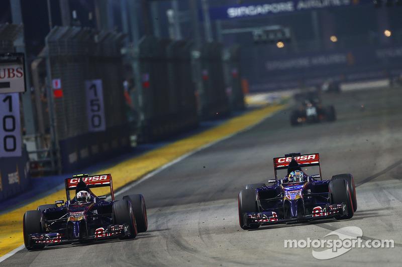 Daniil Kvyat, Scuderia Toro Rosso STR9 allows team mate Jean-Eric Vergne, Scuderia Toro Rosso STR9 p