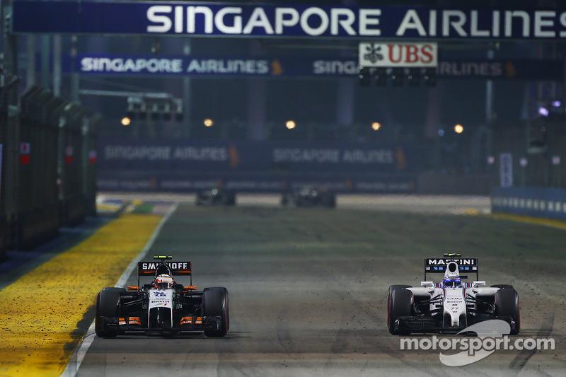 Sergio Perez, Sahara Force India F1 VJM07, e Valtteri Bottas, Williams FW36, in lotta