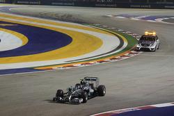 Nico Rosberg, Mercedes AMG F1 W05 lascia la pit lane alla partenza della gara